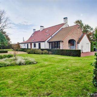 Villa te koop tot Oosteeklo