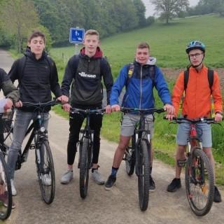 Les élèves de St-Jo viennent à l'école à vélo