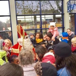 Saint-Nicolas est bien arrivé, à l'heure et en train!