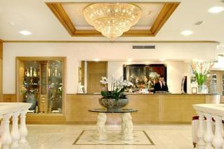 Le Chatelain All Suite Hotel